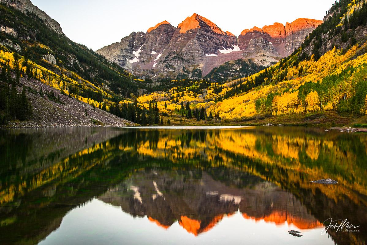 Classic sunrise view of the Maroon Bells near Aspen, Colorado.